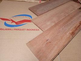 Penjual Lantai kayu di Palangkaraya