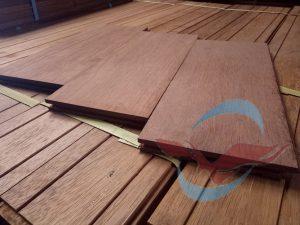 jual lantai kayu parket di Padang