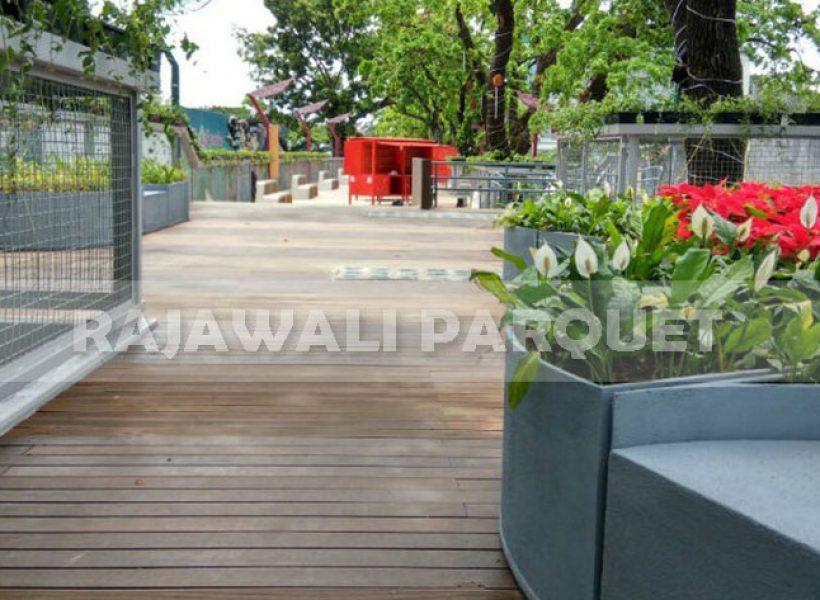 pemasangan lantai kayu skywalk cihampelas 2