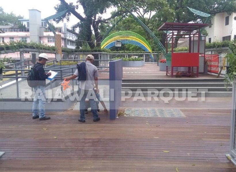 pemasangan lantai kayu skywalk cihampelas 5